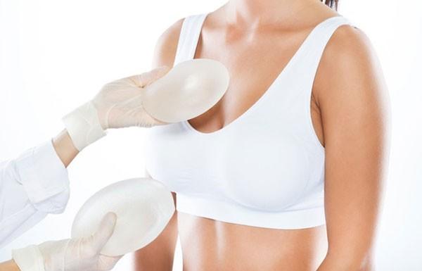 Phẫu thuật nâng ngực bằng túi độn silicon