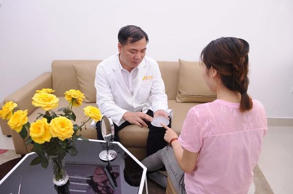 cách chăm sóc sau nâng ngực nội soi